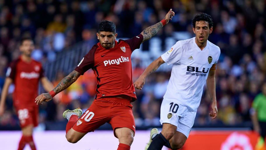 VALENCIA, SPAIN - DECEMBER 09: Ever Banega (L) of Sevilla FC competes for the ball with Dani Parejo of Valencia CF during the La Liga match between Valencia CF and Sevilla FC at Estadio Mestalla on December 9, 2018 in Valencia, Spain. (Photo by MB Media/Getty Images)