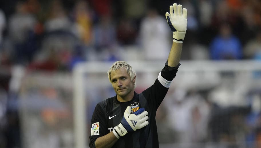Valencia's goalkeeper Santiago Canizares waves to the fans during their Spanish league football match against Atletico Madrid at Mestalla Stadium in Valencia on May 18, 2008. Valencia defeated Atletico Madrid 3-1. AFP PHOTO/DIEGO TUSON (Photo credit should read DIEGO TUSON/AFP/Getty Images)