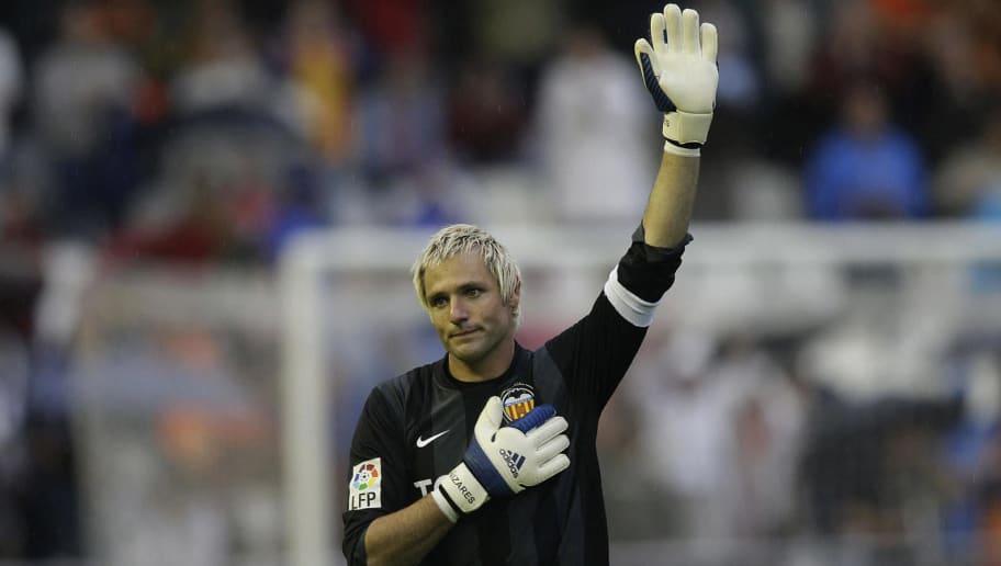 Valencia's goalkeeper Santiago Canizares