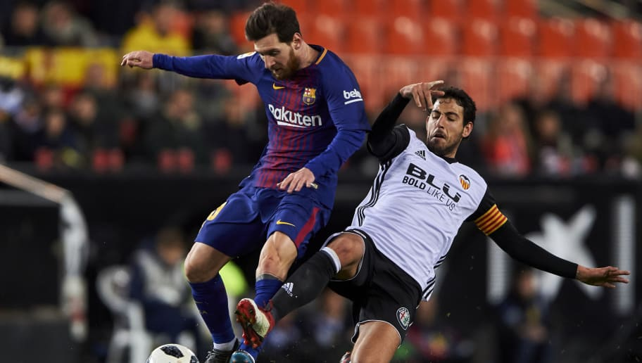 VALENCIA, SPAIN - FEBRUARY 08:  Daniel Parejo of Valencia CF competes for the ball with Lionel Messi of FC Barcelona during the Copa de Rey semi-final second leg match between Valencia and Barcelona on February 8, 2018 in Valencia, Spain.  (Photo by Manuel Queimadelos Alonso/Getty Images)
