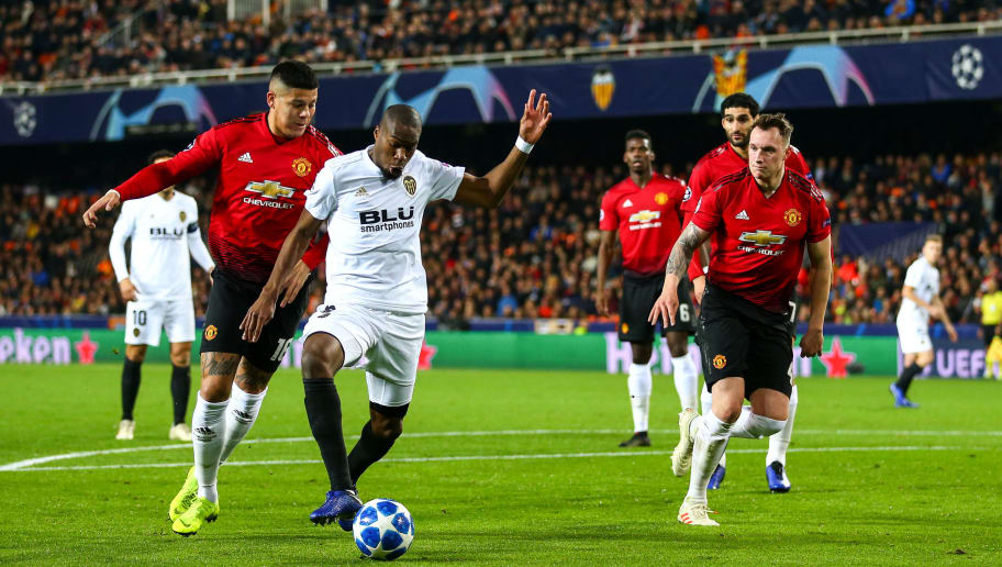 VALENCIA, SPAIN - DECEMBER 12: Marcos Rojo of Manchester United and Geoffrey Kondogbia of Valencia during the UEFA Champions League Group H match between Valencia and Manchester United at Estadio Mestalla on December 12, 2018 in Valencia, Spain. (Photo by Robbie Jay Barratt - AMA/Getty Images)