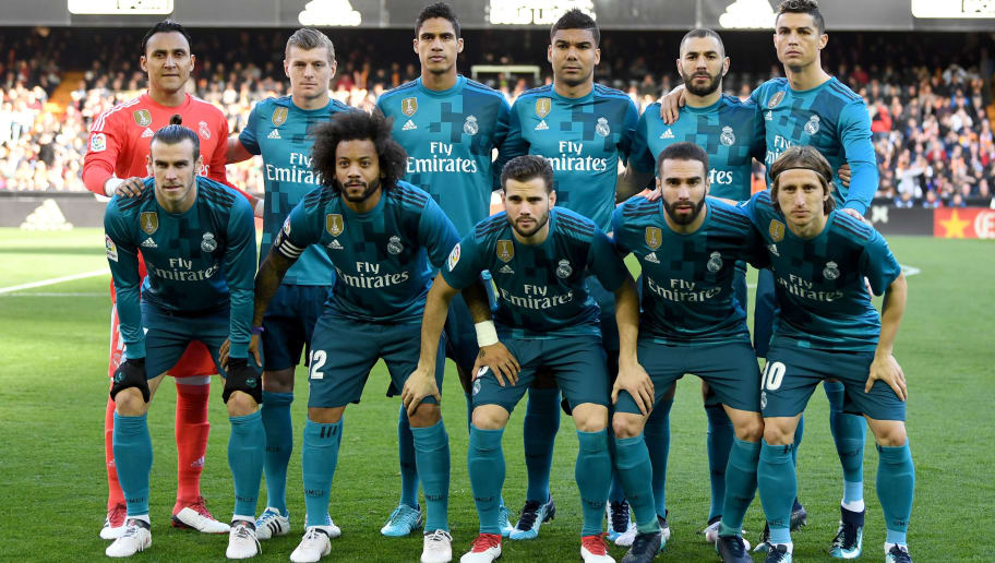 VALENCIA, SPAIN - JANUARY 27:  Real Madrid starting XI line up prior to the La Liga match between Valencia and Real Madrid at Estadio Mestalla on January 27, 2018 in Valencia, Spain.  (Photo by David Ramos/Getty Images)