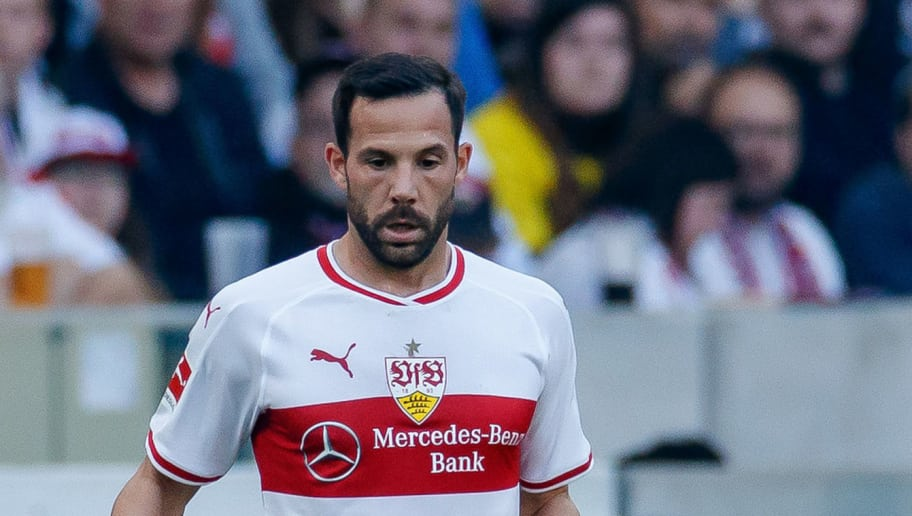 STUTTGART, GERMANY - OCTOBER 20: Gonzalo Castro of VfB Stuttgart controls the ball during the Bundesliga match between VfB Stuttgart and Borussia Dortmund at Mercedes-Benz Arena on October 20, 2018 in Stuttgart, Germany. (Photo by TF-Images/Getty Images)