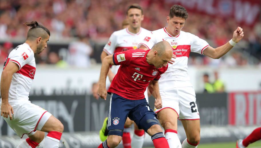 STUTTGART, GERMANY - SEPTEMBER 01:  Arjen Robben of Bayern Munich battles for possession with Mario Gomez of VfB Stuttgart during the Bundesliga match between VfB Stuttgart and FC Bayern Muenchen at Mercedes-Benz Arena on September 1, 2018 in Stuttgart, Germany.  (Photo by Alexander Hassenstein/Bongarts/Getty Images)