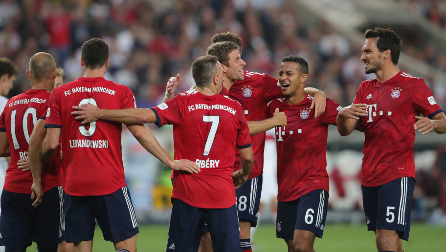 STUTTGART, GERMANY - SEPTEMBER 01:  Thomas Mueller (C) of FC Bayern Muenchen celebrates scoring the 3rd team goal with his team mates during the Bundesliga match between VfB Stuttgart and FC Bayern Muenchen at Mercedes-Benz Arena on September 1, 2018 in Stuttgart, Germany.  (Photo by Alexander Hassenstein/Bongarts/Getty Images)