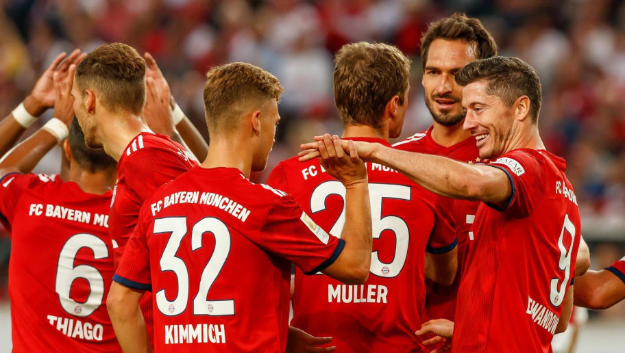 STUTTGART, GERMANY - SEPTEMBER 01:   Thomas Mueller of Bayern Muenchen celebrates after scoring his team`s third goal with team mates  during the Bundesliga match between VfB Stuttgart and FC Bayern Muenchen at Mercedes-Benz Arena on September 1, 2018 in Stuttgart, Germany. (Photo by TF-Images/Getty Images)