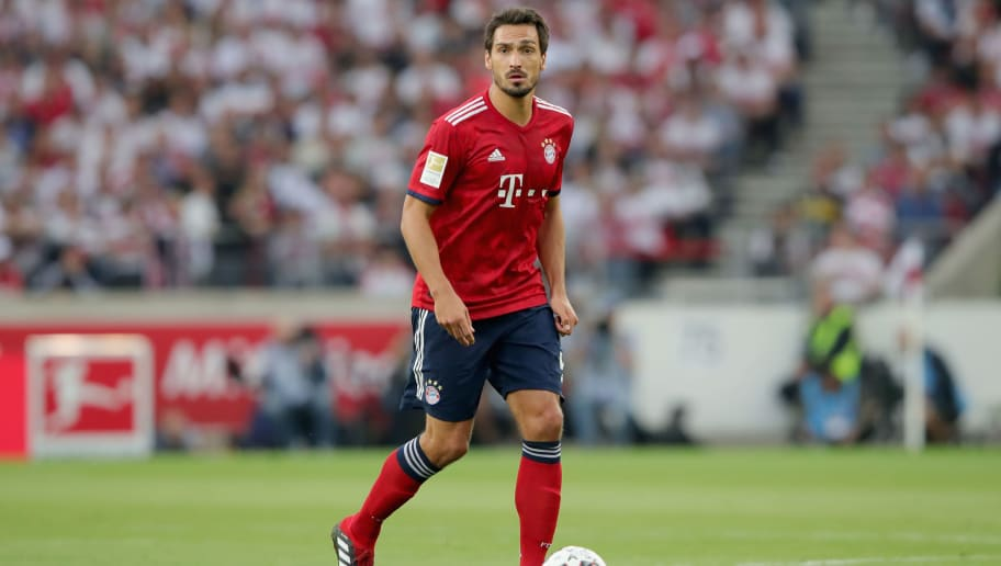 STUTTGART, GERMANY - SEPTEMBER 01:  Mats Hummels of FC Bayern Muenchen runs with the ball during the Bundesliga match between VfB Stuttgart and FC Bayern Muenchen at Mercedes-Benz Arena on September 1, 2018 in Stuttgart, Germany.  (Photo by Alexander Hassenstein/Bongarts/Getty Images)