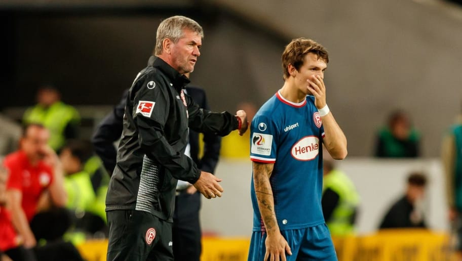 STUTTGART, GERMANY - SEPTEMBER 21: Head coach Friedhelm Funkel of Fortuna Duesseldorf speaks with Benito Raman of Fortuna Duesseldorf during the Bundesliga match between VfB Stuttgart and Fortuna Duesseldorf at Mercedes-Benz Arena on September 21, 2018 in Stuttgart, Germany. (Photo by TF-Images/Getty Images)