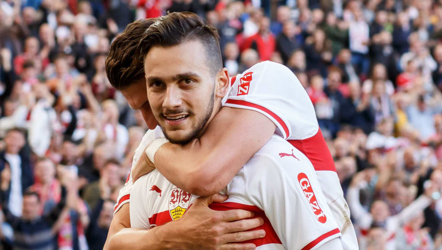 STUTTGART, GERMANY - SEPTEMBER 29: Anastasios Donis of Stuttgart celebrates after scoring his team`s first goal with team mates during the Bundesliga match between VfB Stuttgart and SV Werder Bremen at Mercedes-Benz Arena on September 29, 2018 in Stuttgart, Germany. (Photo by TF-Images/Getty Images)