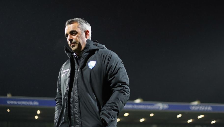 BOCHUM, GERMANY - OCTOBER 29: Head coach Robin Dutt of Bochum looks on during the Second Bundesliga match between VfL Bochum 1848 and SSV Jahn Regensburg at Vonovia Ruhrstadion on October 29, 2018 in Bochum, Germany. (Photo by Christof Koepsel/Bongarts/Getty Images)