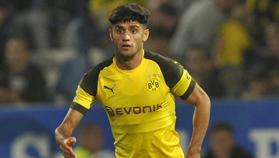 OSNABRÜCK, GERMANY - SEPTEMBER 06:  Mahmoud Dahoud of Borussia Dortmund  controls the ball  during the Frendly Match between VfL Osnabrück and Borussia Dortmund at Stadion an der Bremer Brücke on September 6, 2018 in Osnabrück, Germany. (Photo by TF-Images/Getty Images)