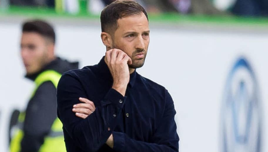WOLFSBURG, GERMANY - AUGUST 25: Head coach Domenico Tedesco of Schalke looks on during the Bundesliga match between VfL Wolfsburg and FC Schalke 04 at Volkswagen Arena on August 25, 2018 in Wolfsburg, Germany. (Photo by TF-Images/Getty Images)