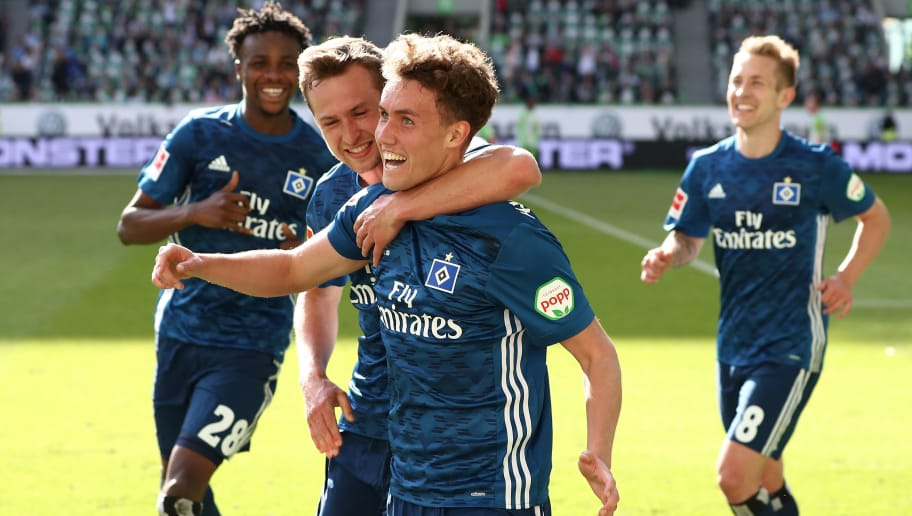 WOLFSBURG, GERMANY - APRIL 28:  Luca Waldschmidt (C) of Hamburg celebrate his penalty goal with team mates during the Bundesliga match between VfL Wolfsburg and Hamburger SV at Volkswagen Arena on April 28, 2018 in Wolfsburg, Germany.  (Photo by Oliver Hardt/Bongarts/Getty Images)