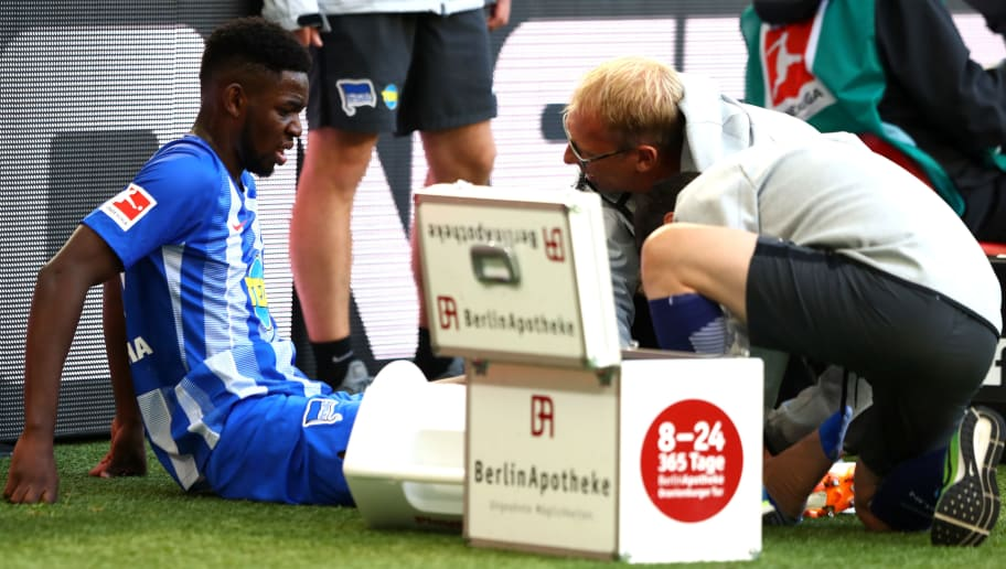 WOLFSBURG, GERMANY - SEPTEMBER 15:  Jordan Torunarigha of Hertha BSC receives medical treatment during the Bundesliga match between VfL Wolfsburg and Hertha BSC at Volkswagen Arena on September 15, 2018 in Wolfsburg, Germany.  (Photo by Martin Rose/Bongarts/Getty Images)