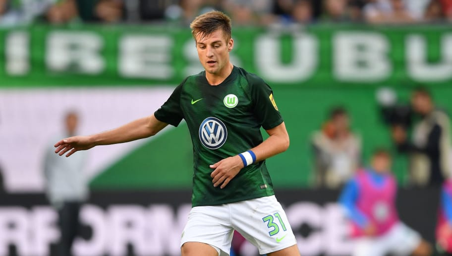 WOLFSBURG, GERMANY - SEPTEMBER 22:  Robin Knoche of Wolfsburg in action during the Bundesliga match between VfL Wolfsburg and Sport-Club Freiburg at Volkswagen Arena on September 22, 2018 in Wolfsburg, Germany.  (Photo by Stuart Franklin/Bongarts/Getty Images)