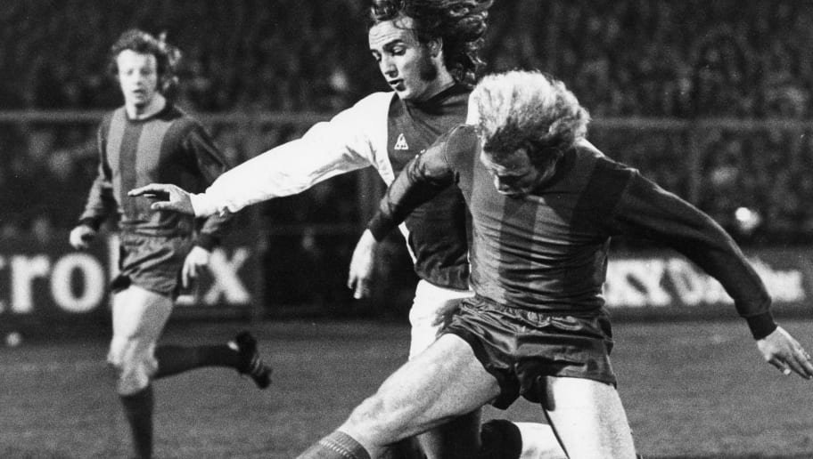 Johan Neeskens of Ajax (L), Uli Hoeness of Bayern Munich (R) during the Europa Cup 1 match between Ajax Amsterdam and Bayern Munich at the Olympic Stadium on march 7, 1973 in Amsterdam, The Netherlands (Photo by VI Images via Getty Images)