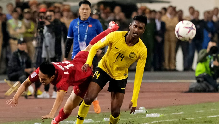 HANOI, VIETNAM - DECEMBER 15: Syermar Kutty Abba of Malaysia clashes with Do Hung Dung of Vietnam during the AFF Suzuki Cup final second leg match between Vietnam and Malaysia at Muy Dinh National Stadium on December 15, 2018 in Hanoi, Vietnam.  (Photo by Stanley Chou/Getty Images)