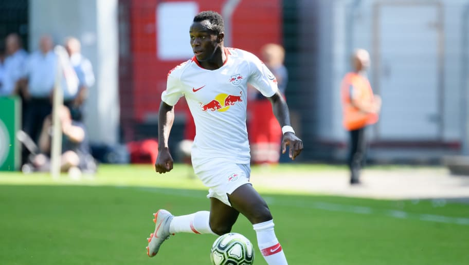 COLOGNE, GERMANY - AUGUST 19: Bruma of RB Leipzig controls the ball during the DFB Cup first round match between Viktoria Koeln and RB Leipzig at Sportpark Hoehenberg on August 19, 2018 in Cologne, Germany. (Photo by TF-Images/Getty Images)