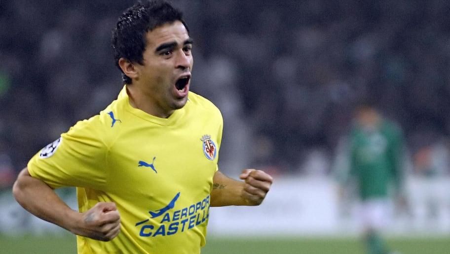 Villarreal Ariel Ibagaza celebrates his