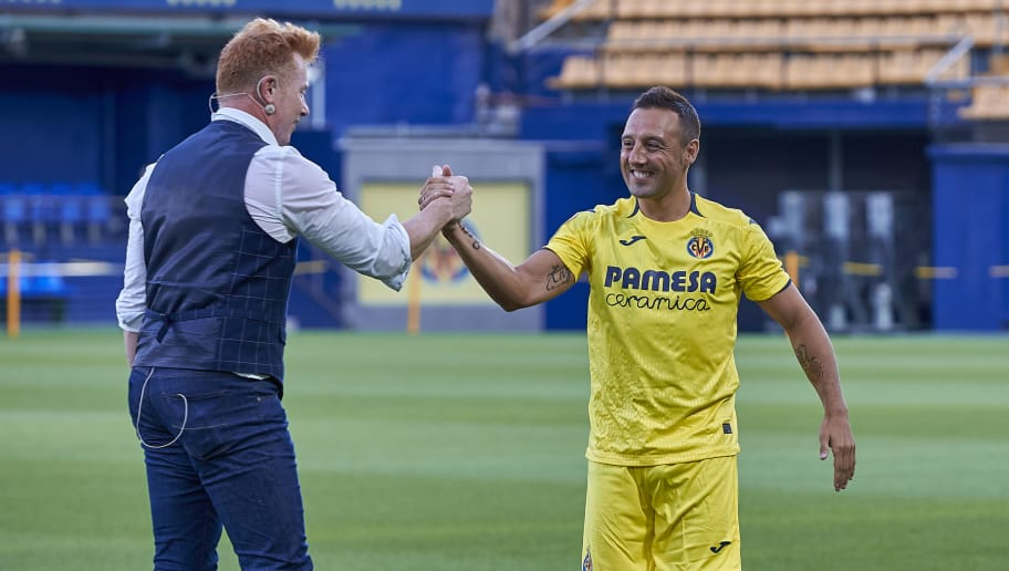 VILLARREAL, SPAIN - AUGUST 09:  Santi Cazorla and Yunke the Magician during his official presentation as a new player of Villarreal on August 9, 2018 in Villarreal, Spain.  (Photo by Quality Sport Images/Getty Images)