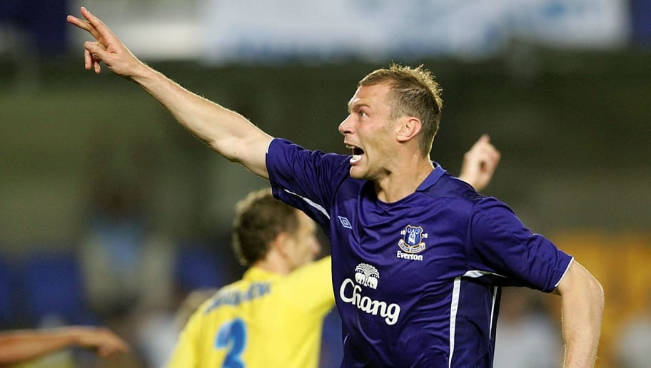 VILLARREAL, SPAIN- AUGUST 24 : Duncan Ferguson of Everton celebrates a goal before it is disallowed during the UEFA Champions League third qualifying round, second leg match between Villarreal and Everton at Madrigal Stadium on August 24, 2005 in Villarreal, Spain.  (Photo by Phil Cole/Getty Images)