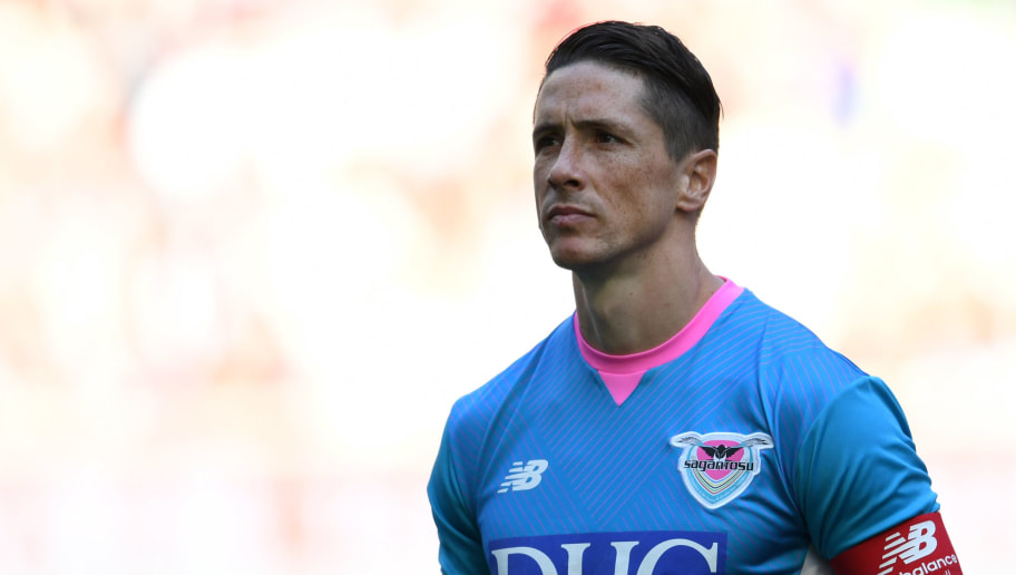 KOBE, JAPAN - NOVEMBER 10: (CHINA OUT, SOUTH KOREA OUT) Fernando Torres of Sagan Tosu looks on prior to the J.League J1 match between Vissel Kobe and Sagan Tosu at Noevir Stadium Kobe on November 10, 2018 in Kobe, Hyogo, Japan. (Photo by Etsuo Hara/Getty Images)