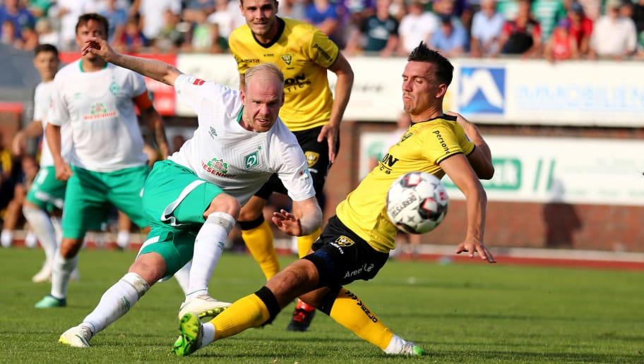 LOHNE BEI VECHTA, GERMANY - JULY 30: Jerold Promes of Venlo (R) defends against Davy Klaassen of Bremen (L) during the Pre Season Friendly Match between VVV Venlo and Werder Bremen at Heinz-Dettmer-Stadion Lohne on July 30, 2018 in Lohne bei Vechta, Germany. (Photo by Christof Koepsel/Getty Images)