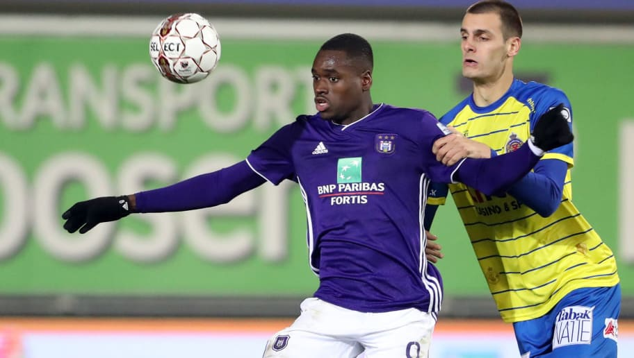 BEVEREN, BELGIUM - NOVEMBER 04: Landry Dimata and Aleksandar Vukotic fight for the ball during the Jupiler Pro League match between Waasland-Beveren and RSC Anderlecht at Freethiel Stadion on November 4, 2018 in Beveren, Belgium. (Photo by Vincent Van Doornick/Isosport/MB Media/Getty Images)