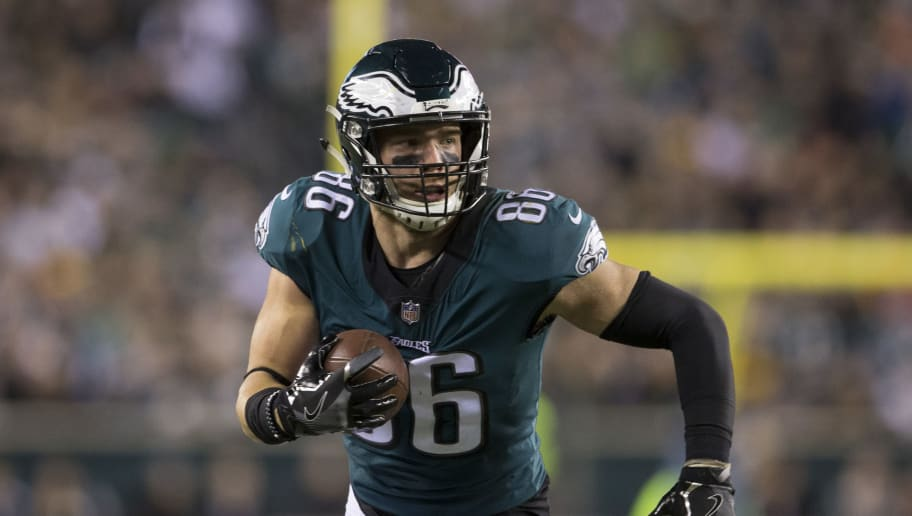 PHILADELPHIA, PA - DECEMBER 03: Zach Ertz #86 of the Philadelphia Eagles runs with the ball against the Washington Redskins at Lincoln Financial Field on December 3, 2018 in Philadelphia, Pennsylvania. (Photo by Mitchell Leff/Getty Images)