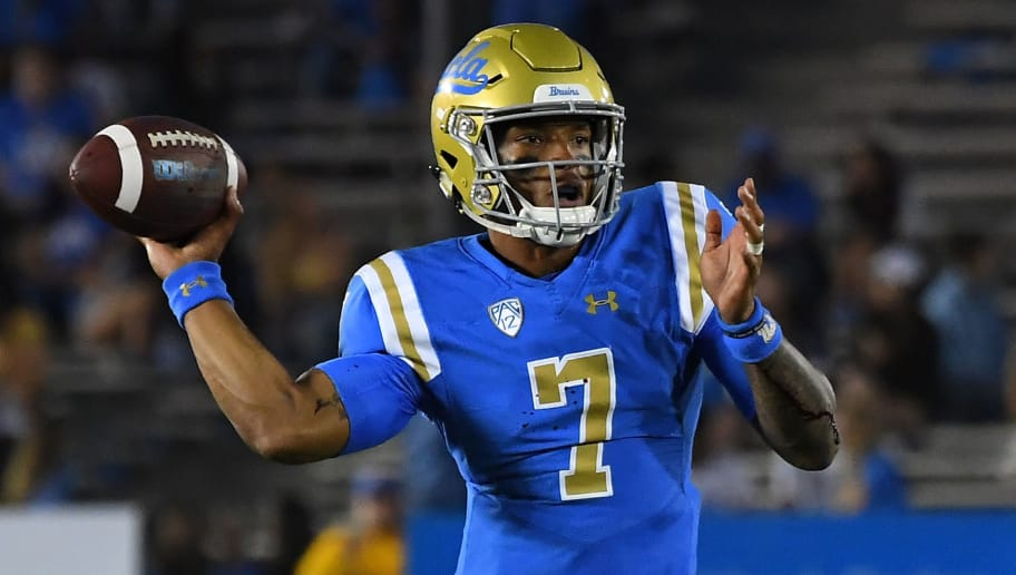 PASADENA, CA - OCTOBER 06:  Quarterback Dorian Thompson-Robinson #7 of the UCLA Bruins sets to pass in the game against the Washington Huskies at the Rose Bowl on October 6, 2018 in Pasadena, California.  (Photo by Jayne Kamin-Oncea/Getty Images)