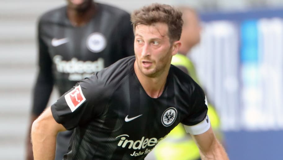 WIESBADEN, GERMANY - JULY 21: David Abraham of Eintracht Frankfurt during the Pre Season Friendly Match between SV Wehen Wiesbaden and Eintracht Frankfurt at BRITA-Arena on July 21, 2018 in Wiesbaden, Germany. (Photo by Andreas Schlichter/Getty Images)