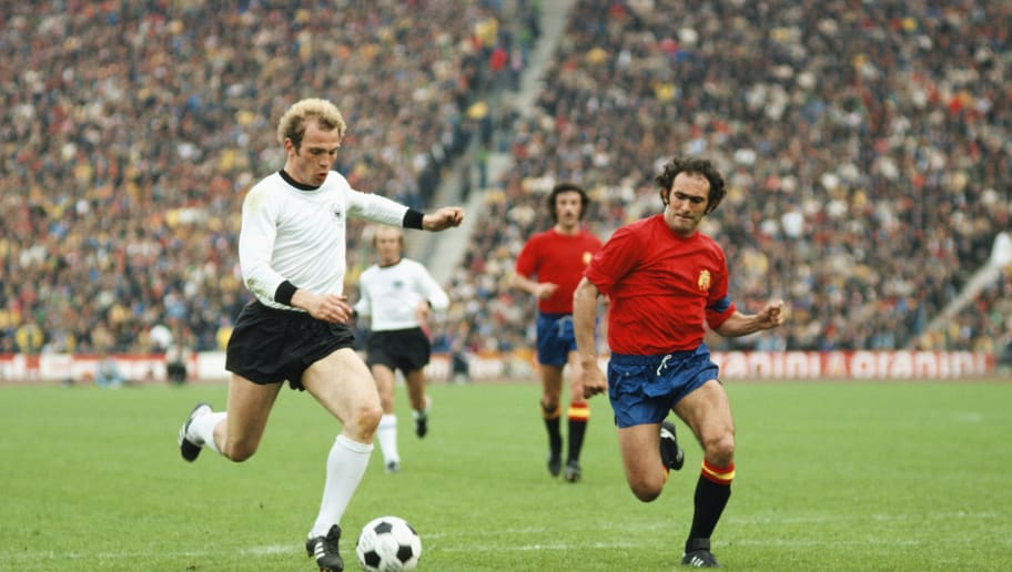 MUNICH, GERMANY - MAY 22: West Germany striker Uli Hoeness (l) outpaces Jose Martinez Pirri of Spain during the 1976 UEFA European Championships Quarter Final between West Germany and Spain at the Olympic Stadium on May 22, 1976 in Muich, West Germany, Hoeness scored the first goal in a 2-0 win. (Photo by Tony Duffy/Allsport/Getty Images)