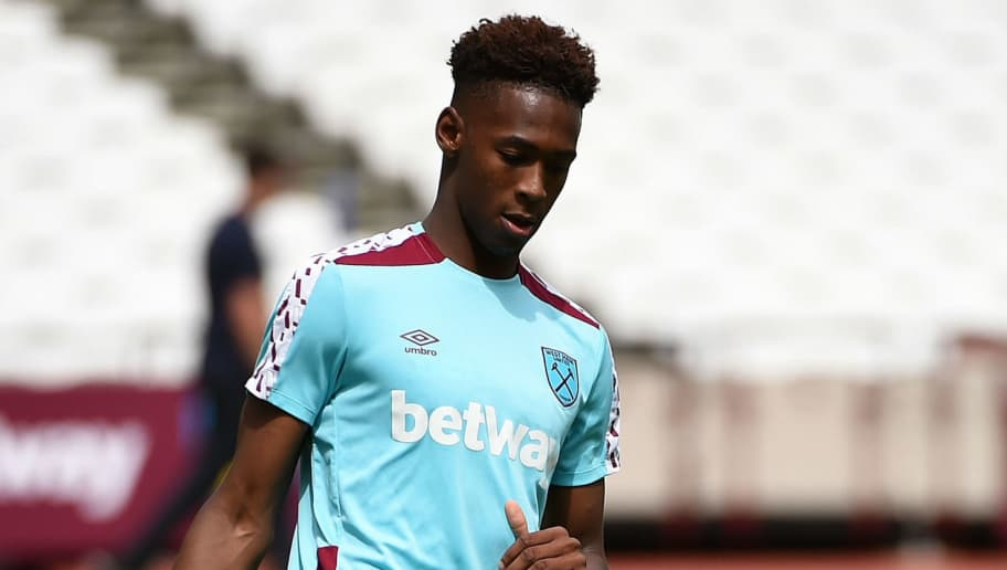 LONDON, ENGLAND - AUGUST 03:  Reece Oxford of West Ham United in action during the West Ham United training session at London Stadium in Queen Elizabeth Olympic Park on August 3, 2016 in London, England. (Photo by Tom Dulat/Getty Images).  (Photo by Tom Dulat/Getty Images)