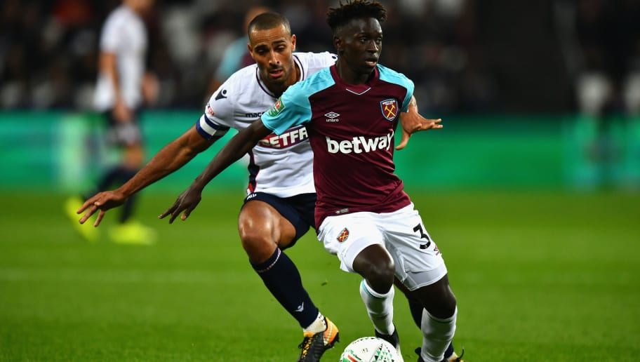 LONDON, ENGLAND - SEPTEMBER 19:  Domingos Quina of West Ham United and Darren Pratley of Bolton Wanderers battle for possession during the Carabao Cup Third Round match between West Ham United and Bolton Wanderers at The London Stadium on September 19, 2017 in London, England.  (Photo by Dan Mullan/Getty Images)