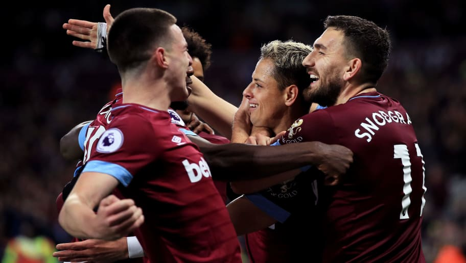 LONDON, ENGLAND - NOVEMBER 03: Javier Hernandez of West Ham United celebrates after scoring his team's fourth goal with his team mates during the Premier League match between West Ham United and Burnley FC at London Stadium on November 3, 2018 in London, United Kingdom.  (Photo by Marc Atkins/Getty Images)