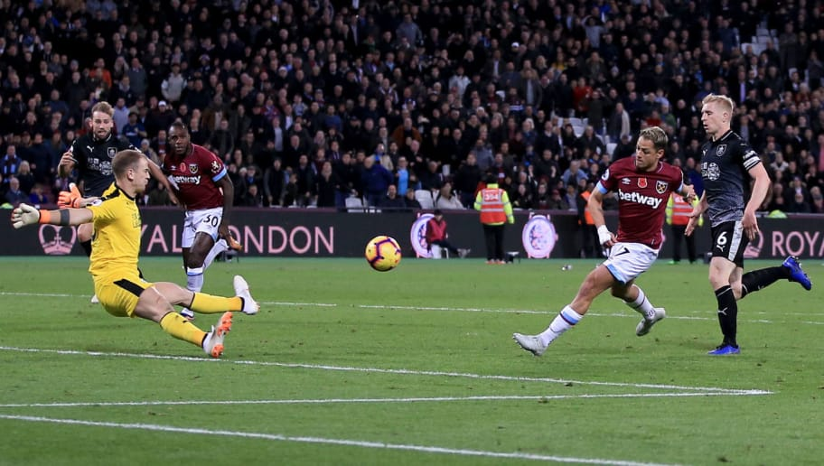 LONDON, ENGLAND - NOVEMBER 03: Javier Hernandez of West Ham United scores their 4th goal during the Premier League match between West Ham United and Burnley FC at London Stadium on November 3, 2018 in London, United Kingdom. (Photo by Marc Atkins/Getty Images)