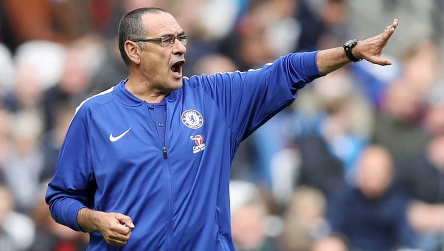 LONDON, ENGLAND - SEPTEMBER 23:  Maurizio Sarri, Manager of Chelsea gives his team instructions during the Premier League match between West Ham United and Chelsea FC at London Stadium on September 23, 2018 in London, United Kingdom.  (Photo by Dan Istitene/Getty Images)