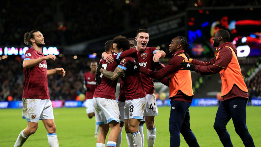 LONDON, ENGLAND - DECEMBER 08: Felipe Anderson of West Ham United celebrates after scoring his team's third goal with his team mates during the Premier League match between West Ham United and Crystal Palace at London Stadium on December 8, 2018 in London, United Kingdom.  (Photo by Stephen Pond/Getty Images)