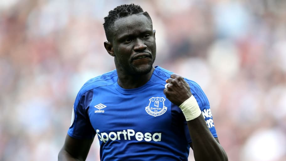 LONDON, ENGLAND - MAY 13:  Oumar Niasse of Everton celebrates scoring his sides first goal during the Premier League match between West Ham United and Everton at London Stadium on May 13, 2018 in London, England.  (Photo by Steve Bardens/Getty Images)
