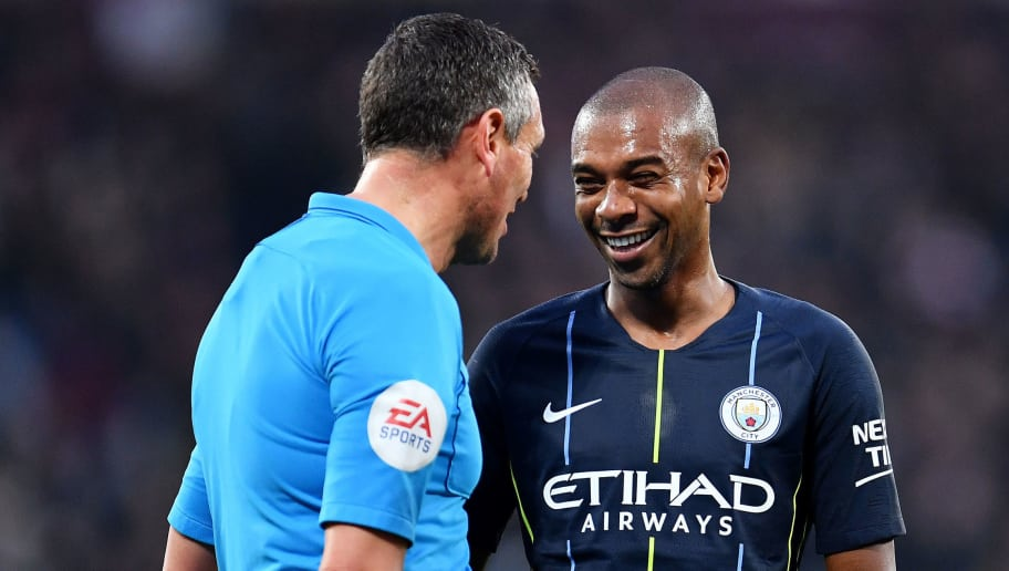 LONDON, ENGLAND - NOVEMBER 24:   Referee, Andre Marriner speaks with Fernandinho of Manchester City during the Premier League match between West Ham United and Manchester City at London Stadium on November 24, 2018 in London, United Kingdom. (Photo by Justin Setterfield/Getty Images)