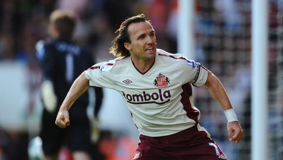 LONDON, ENGLAND - MAY 22:  Boudewijn Zenden of Sunderland celebrates after scoring during the Barclays Premier League match between West Ham United and Sunderland at Boleyn Ground on May 22, 2011 in London, England.  (Photo by Mike Hewitt/Getty Images)