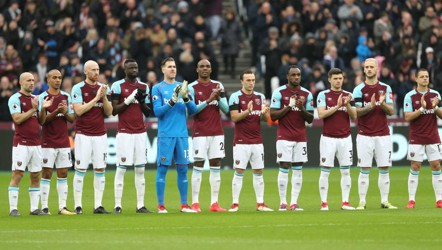LONDON, ENGLAND - FEBRUARY 10:  West Ham United team line up ahead of the Premier League match between West Ham United and Watford at London Stadium on February 10, 2018 in London, England.  (Photo by Bryn Lennon/Getty Images)