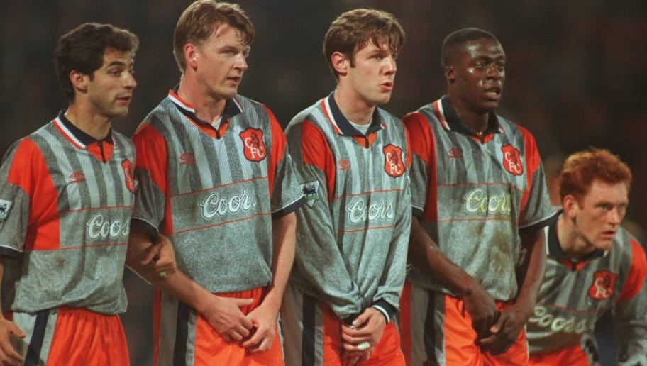 820d4982b 10 APR 1995  CHELSEA FORM A DEFENSIVE WALL CONSISTING OF (FROM LEFT TO RIGHT