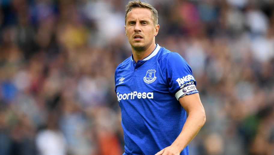 WOLVERHAMPTON, ENGLAND - AUGUST 11: Phil Jagielka of Eveton during the Premier League match between Wolverhampton Wanderers and Everton FC at Molineux on August 11, 2018 in Wolverhampton, United Kingdom. (Photo by Sam Bagnall - AMA/Getty Images)