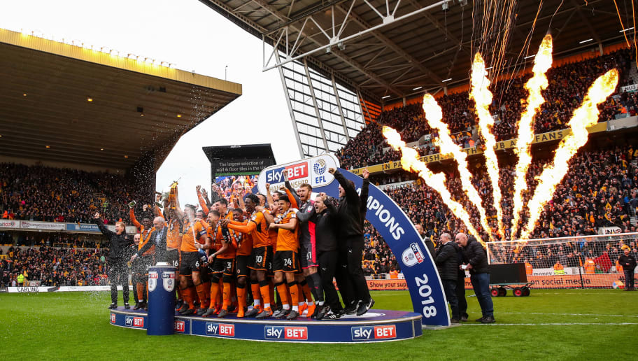 WOLVERHAMPTON, ENGLAND - APRIL 28: Wolverhampton Wanderers players celebrate winning the EFL Sky Bet Championship during the Sky Bet Championship match between Wolverhampton Wanderers and Sheffield Wednesday at Molineux on April 28, 2018 in Wolverhampton, England. (Photo by Robbie Jay Barratt - AMA/Getty Images)