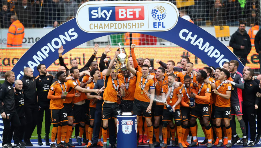 WOLVERHAMPTON, ENGLAND - APRIL 28: Wolverhampton Wanderers players lift the EFL Sky Bet Championship trophy after the Sky Bet Championship match between Wolverhampton Wanderers and Sheffield Wednesday at Molineux on April 28, 2018 in Wolverhampton, England. (Photo by James Baylis - AMA/Getty Images)