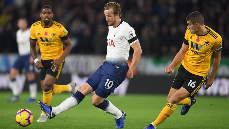 WOLVERHAMPTON, ENGLAND - NOVEMBER 03:  Harry Kane of Tottenham Hotspur in action as he is under pressure from Conor Coady of Wolverhampton Wanderers during the Premier League match between Wolverhampton Wanderers and Tottenham Hotspur at Molineux on November 3, 2018 in Wolverhampton, United Kingdom.  (Photo by Ross Kinnaird/Getty Images)