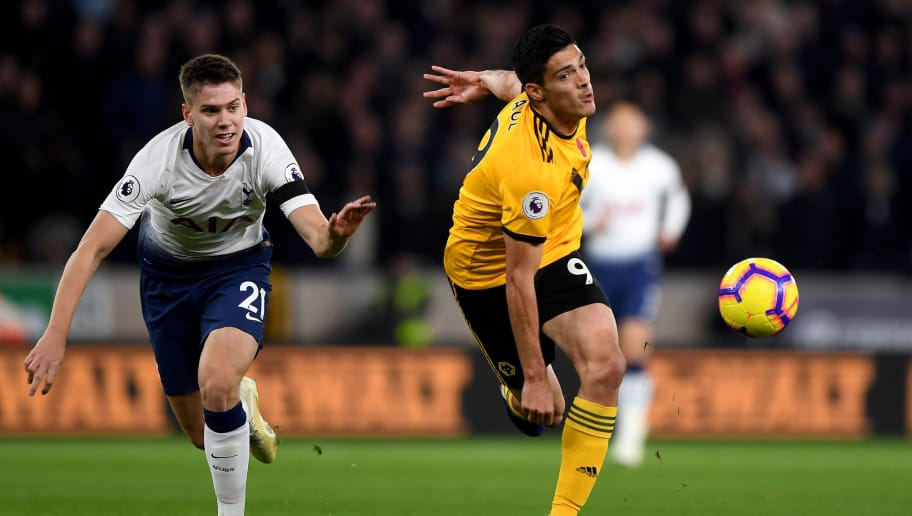 WOLVERHAMPTON, ENGLAND - NOVEMBER 03: Juan Foyth of Tottenham Hotspur and Raul Jimenez of Wolverhampton Wanderers during the Premier League match between Wolverhampton Wanderers and Tottenham Hotspur at Molineux on November 3, 2018 in Wolverhampton, United Kingdom. (Photo by Sam Bagnall - AMA/Getty Images)