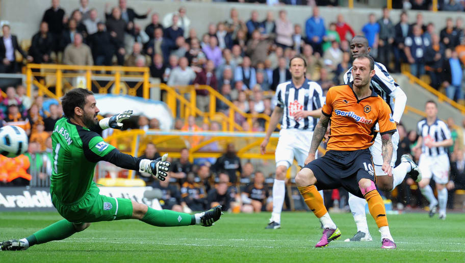 WOLVERHAMPTON, ENGLAND - MAY 08: Steven Fletcher of Wolves shoots past Scott Carson of West Brom and scores to make it 3-0 during the Barclays Premier League match between Wolverhampton Wanderers and West Bromwich Albion at Molineux on May 8, 2011 in Wolverhampton, England.  (Photo by Michael Regan/Getty Images)