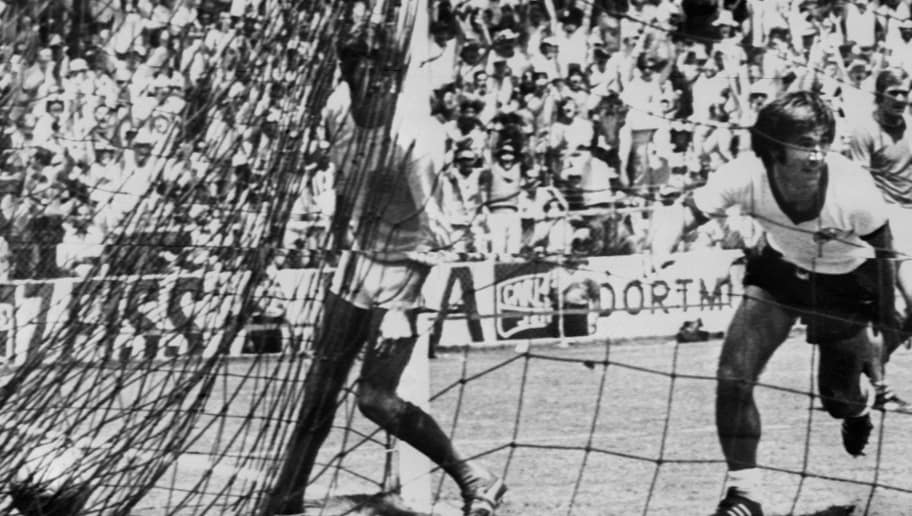 West German forward Gerhard Mueller (R) celebrates after scoring the winning goal in the extra time period past English goalkeeper Peter Bonetti (L) in the World Cup quarterfinal soccer match between West Germany and England 14 June 1970 in Leon. West Germany beat England 3-2 to advance to the semifinals. (At the end of regulation time, the score was tied at 2) AFP PHOTO        (Photo credit should read STAFF/AFP/Getty Images)